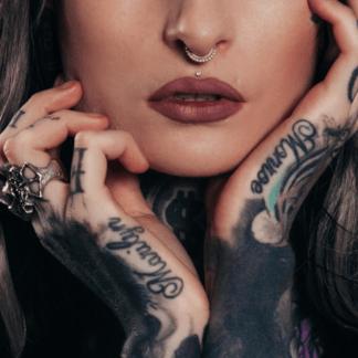 Main de tatouage